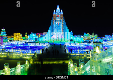 La 30e Harbin International Ice and Snow Sculpture Festival en 2014. La Chine. Réplique de l'église Hallgrimskirkja Banque D'Images