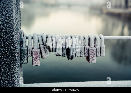 Germany, Bavaria, Landshut, frozen love locks Banque D'Images