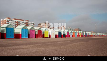 Cabines colorées à Brighton & Hove, Royaume-Uni Banque D'Images