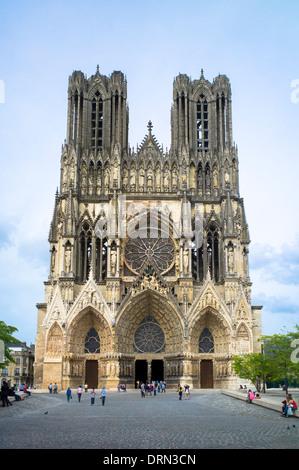 Rénovation et nettoyage travaille à la Cathédrale Notre-Dame de Reims, Champagne-Ardenne, France