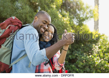Cheerful couple dancing outdoors Banque D'Images