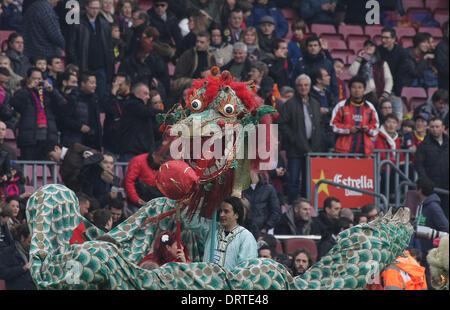 Barcelone, Espagne. 06Th Feb 2014. Fans avec un dragon sur l'affichage au cours de l'espagnol La Liga match entre Banque D'Images