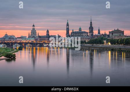 Dresde, Allemagne au-dessus de l'Elbe à l'aube Banque D'Images