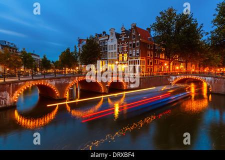 Les canaux d'Amsterdam Banque D'Images