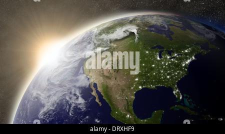 Coucher de soleil sur l'Americaregion sur la planète Terre vue de l'espace avec le soleil et les étoiles en arrière Banque D'Images