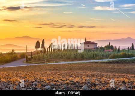 Paysage de Toscane au lever du soleil Banque D'Images