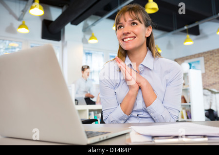 Smiling business woman cheerful 24 satisfaction Banque D'Images