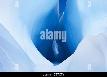 Les icebergs et les glaces de l'Antarctique ou fissure de grandes formations de trou au centre d'un bloc de glace Banque D'Images
