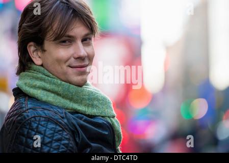 Portrait de jeune homme touriste, New York City, USA Banque D'Images
