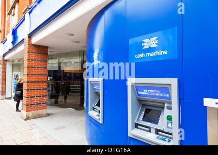 Halifax cash machine des machines extérieures à la construction de la société Kingston Upon Hull East Riding city center East Yorkshire, Angleterre, Royaume-Uni GB