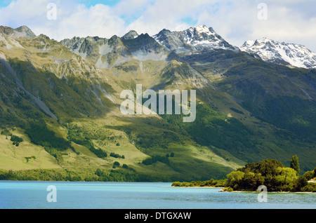 Paysage de haute gamme, au-dessus du lac Wakatipu près de Glenorchy dans l'île du Sud, Nouvelle-Zélande. Banque D'Images