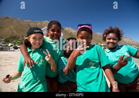 Les écoliers à Gordon's Bay, Western Cape, Afrique du Sud Banque D'Images