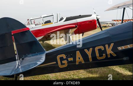 Stampe en premier plan biplan De Havilland Chipmunk derrière le spectacle au 2013 RAF benevolent airshow .Shoreham Banque D'Images
