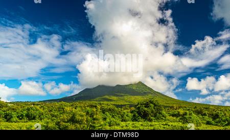 Nevis Peak, un volcan dans les Caraïbes. Banque D'Images