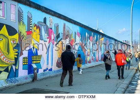 Allemagne Berlin east side gallery gens mur Banque D'Images