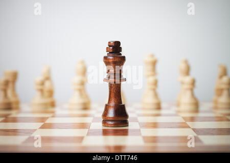 Concept d'échecs sur fond gris