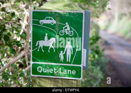 Signer pour une ruelle tranquille un exemple de gestion de campagne, Charlcombe, près de Bath, North East Somerset, Banque D'Images