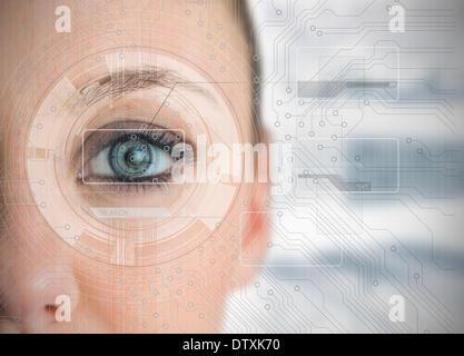 Close up of woman eye l'analyse de graphiques Banque D'Images