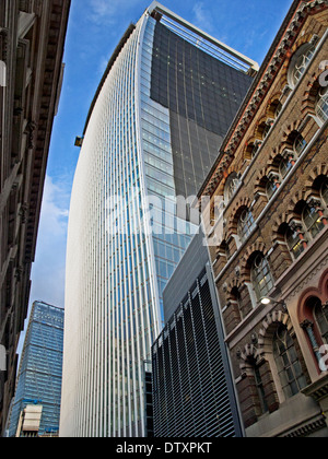 20 Fenchurch Street (la) montrant le talkie-walkie Leadenhall Building In Distance, City of London, England, UK Banque D'Images
