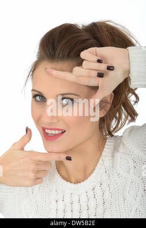 Jeune femme face à l'ossature