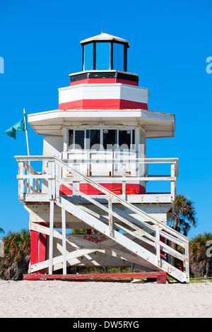 Miami Beach en Floride, célèbre maison de sauveteur dans un typique style art déco coloré Banque D'Images