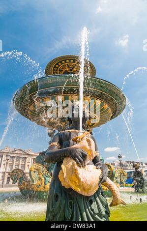 Fontaine de River de Commerce et de navigation sur la Place de la Concorde. Paris, France en été Banque D'Images