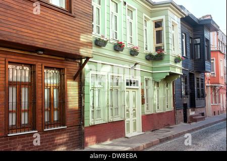 Maisons en bois typiques, district de Kadirga, Istanbul, Turquie Banque D'Images