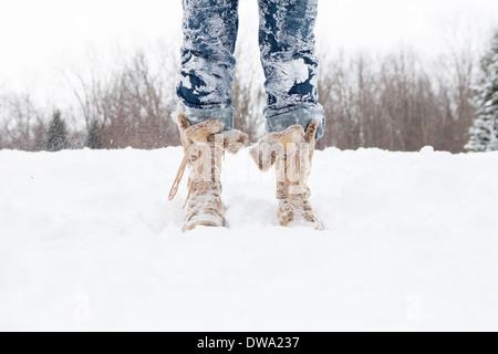 Close up of womans jambes couvertes de neige Banque D'Images