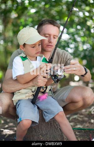 Père et fils sur voyage de pêche Banque D'Images