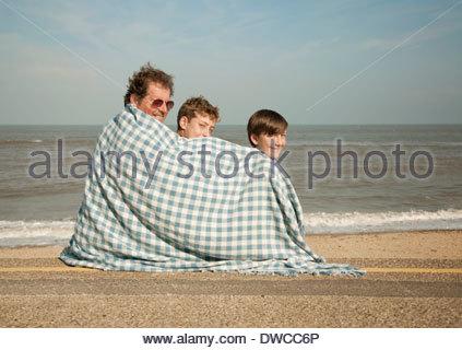 Père et fils on beach Banque D'Images