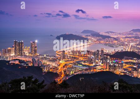 Toits de Busan, Corée du Sud dans la nuit. Banque D'Images