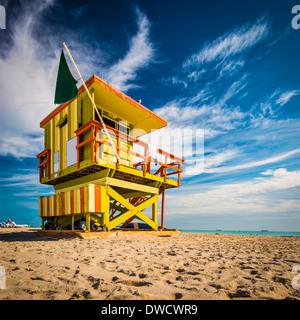 Miami, Floride, le Miami Beach à tour d'un sauveteur. Banque D'Images