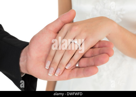 Portrait of newly wed couple holding hands Banque D'Images
