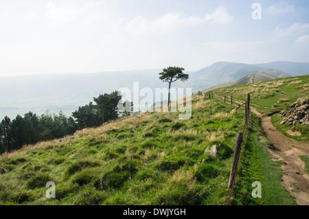 Vue de dos Tor dans Parc national de Peak District Derbyshire, Angleterre Royaume-Uni UK Banque D'Images