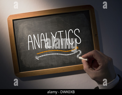 Hand writing on chalkboard Analytics Banque D'Images