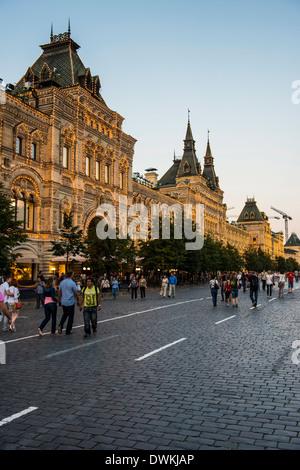 La GUM sur la Place Rouge au coucher du soleil, Moscou, Russie, Europe Banque D'Images