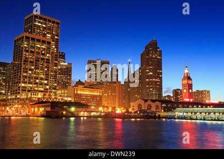 Financial District et le Ferry Building, Embarcadero District, San Francisco, Californie, États-Unis d'Amérique, Banque D'Images