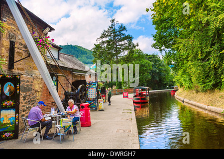 Café sur le sentier du canal de Llangollen, Llangollen, Denbighshire, Wales, UK Banque D'Images