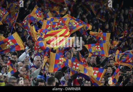 Barcelone, Espagne. 12Th Mar, 2014. Fans de Barcelone montre leur soutien au cours de la jeu de la Ligue des Champions Banque D'Images