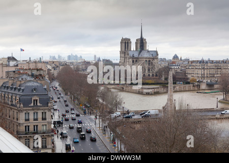 Notre Dame et la Seine vue depuis la terrasse de l'Institut du Monde Arabe, Paris, France Banque D'Images