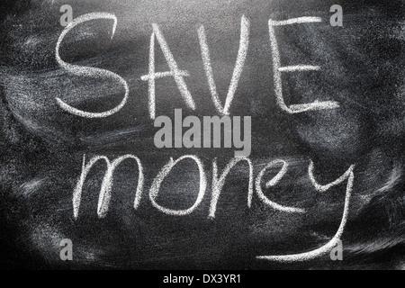 Message manuscrit sur un concept d'écriture de l'école tableau inscription, économiser de l'argent message communication