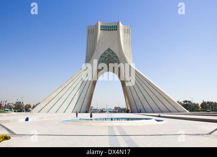Téhéran, Iran - 1 octobre 2013: Tour Azadi, l'un des sites touristiques les plus importants de l'Iran qui est situé Banque D'Images