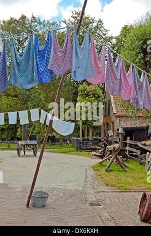 Scène de la Zuiderzee Enhuizen Open Air Museum: Jour de lessive traditionnelle -reproduisant la vie depuis des Banque D'Images