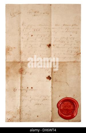 Grunge papier antique feuille avec sceau de cire rouge isolé sur fond blanc Banque D'Images