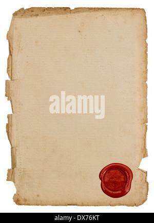 Papier texturé avec feuille d'étanchéité en cire rouge isolé sur fond blanc Banque D'Images