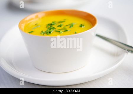 Soupe de carottes à l'aide de fines herbes d'Apple