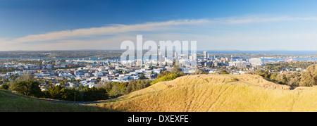 Vue sur Auckland depuis le mont Eden, Auckland, île du Nord, Nouvelle-Zélande Banque D'Images