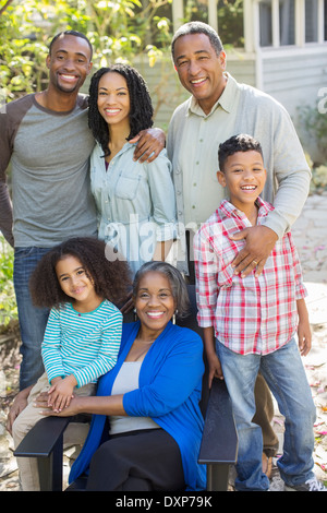 Portrait of smiling multi-generation family outdoors Banque D'Images