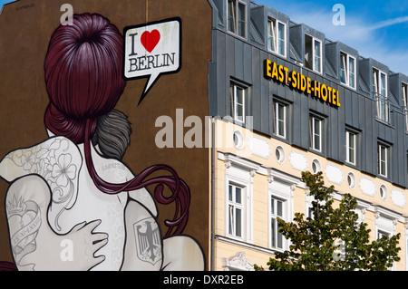 J'aime Berlin. East Side Hotel en face de l'East Side Gallery. La East Side Gallery est un 1,3 km de long tronçon Banque D'Images