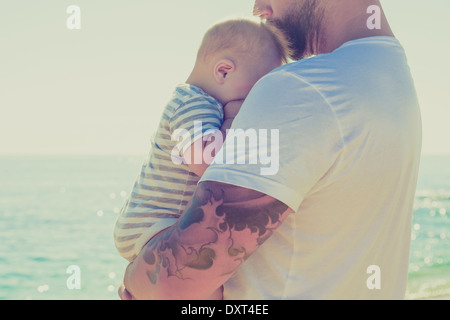 Close up of mother and baby son at beach Banque D'Images